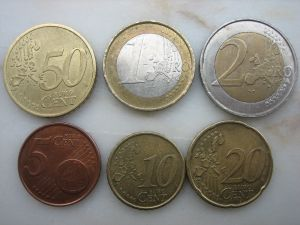 There Are Banknotes Of 5 10 20 50 100 200 And 500 Euro Coins 1 2 Cent Also Exist